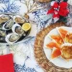 Tavola natalizia con piatti a base di pesce