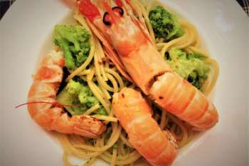 spaghetti con scampi e broccoli