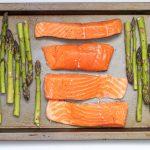 salmone al forno con asparagi